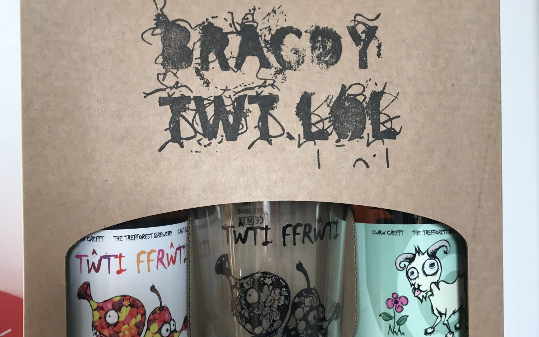 Gwydrau 'peint' Tŵti Ffrŵti nawr ar gael! ~ Tŵti Ffrŵti 'peint' glasses now available!